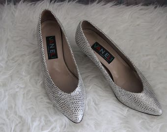 Sz 6 Silver Pointed Pumps Low Heel Comfort Shoes