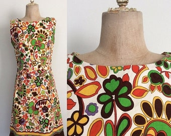 20% OFF 1970's Cotton Floral Shift Dress Retro Psychedelic Vintage Dress Size Small by Maeberry Vintage
