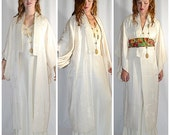 Vintage Japanese Ivory Silk Chrysanthemum Kimono Robe Chest to 40 Inches