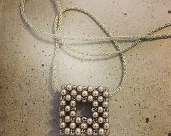 Geometric beaded necklace - 5 cm square