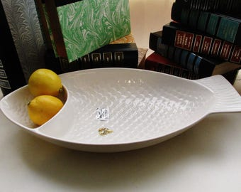 Rare Poppytrail Chip 'N Dip, Pottery by Metlox, Fish Shaped Dish, White Pottery Chip Bowl, 1950's American Pottery, Poppytrail Fish Tray