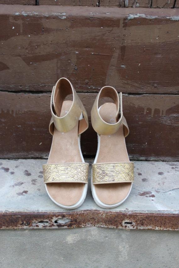 SALE size 39 US 8-8.5 !Gold sandals/Gold flatforms-Bridal sandals sandales compensees