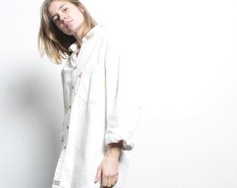 vintage 90s LEVI'S WHITE denim button down shirt vintage men's boyfriend shirt top