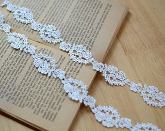 Gorgeous Cream White Venice Lace Trim Rose Embroidered Scalloped Lace 2 Yards For Dress Veil Costume Headwear Supplies
