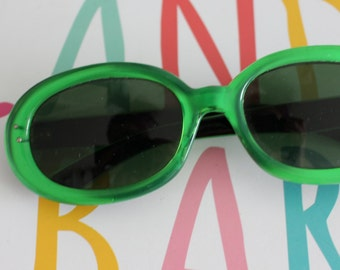 1950s 1960s MOD GIRL Sunglasses...green. oversized. retro. hipster. kitsch. shades. summer. party glasses. disco. twiggy. jackie o. mod
