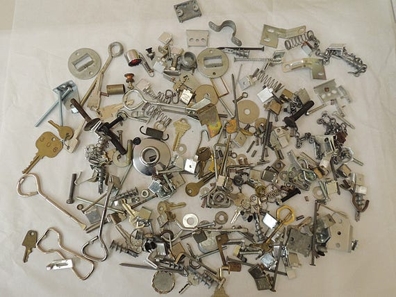 Vintage Mixed Metal Salvage Hardware For Assemblage Art & Craft Huge 4 lb Lot (#7)