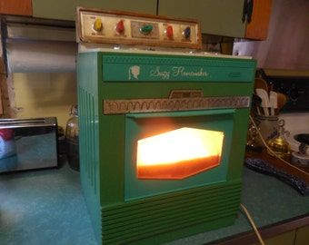 Vintage Suzy Homemaker by Topper Green Plastic 1960s Retro Toy Oven/Stove Working Night Light Teal Green