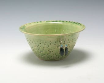 Pottery Earring Bowl/Ceramic Jewelry Bowl/Earring Organizer in Light Green with carved Texture/Ceramics and Pottery