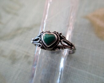 vintage sterling silver ring- heart, malachite, green, size 6