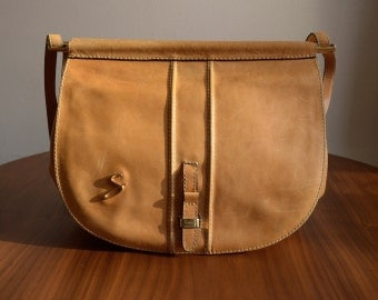 Vintage 70s Tan Leather Shoulder Bag