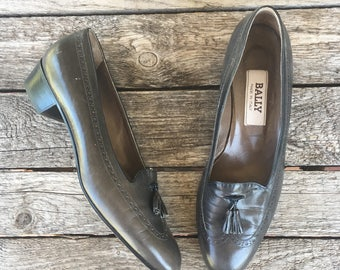 8.5 M | Women's Vintage Grey Bally Tassel Loafers Perforated Heeled Oxford