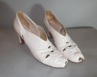 SALE***1930's-40's Women's Shoes // RICE O'NEILL White 1930's Shoes // Open Toe White Shoes...9aaaa