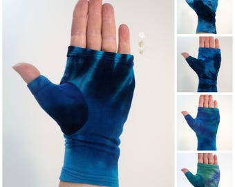 Tie dye wrist warmer, fingerless gloves, gauntlets.