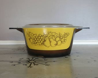 Promotional 475 B Old Orchard Pyrex Casserole Dish with Carry Cradle 2 1/2 Quart