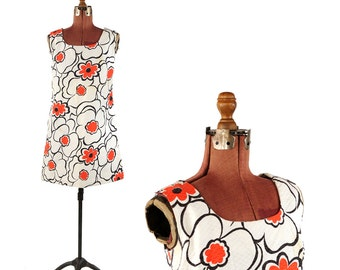 Vintage 1960's White + Red Textured Cotton Mod Op Art Abstract Floral Sleeveless Mini Shift Sun Dress S