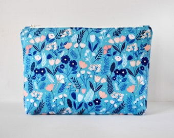 Woman's floral meadow print padded cosmetics beauty bag travel make up pouch blue, coral pink and white flower XL extra large size.