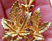 Rare Vintage Gold-tone 'Exquisite' Mistletoe Brooch