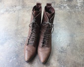 8 1/2 M Lace Up Leather BOOTS / Women's Brown Western Ankle Boots / Pointy Toe Vintage Shoes