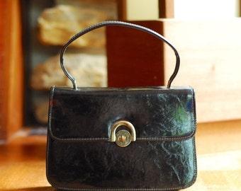 20% OFF FALL SALE / vintage 1960s black patent leather mod handbag