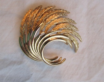 Vintage Gold WHEAT Spray Pin Brooch Brushed Gold and polished Metal large pin by MONET