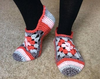 Crocheted Granny  Square Slippers, light crochet house shoes gray and pink, crochet slippers
