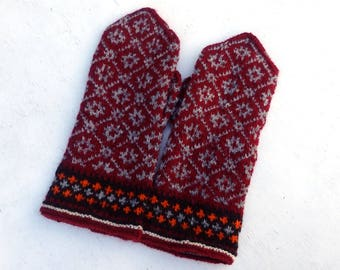 Hand knitted mittens, knitted latvian mittens, knit patterned mitts, winter gloves, knitting faire isle hand warmers, red gray mittens