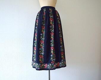 Dark floral skirt . vintage 1980s floral corduroy skirt