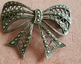 Vintage Sterling silver cute Marcasite Bow brooch