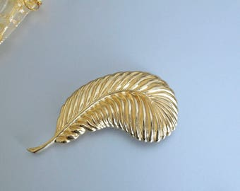 Vintage Givenchy Gold tone  feather pin brooch # 1048