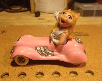 1980s Corgi Miss Piggy Car.. excellent  free shipping