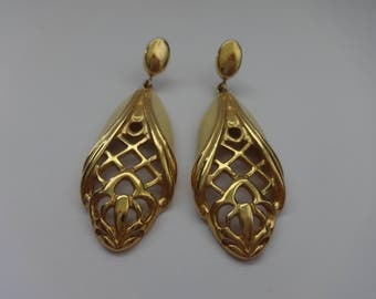 Vintage Tear Drop Enamel Pierce Earrings