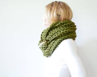 SPRING SALE the ALBERTA cowl - chunky crochet infinity scarf - cilantro