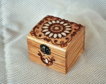 Ring box Jewelry box Wooden jewelry box Ring bearer box Wood box Wedding gift Jewellery box Jewelry boxes Wood carving Rustic wood boxes Q7
