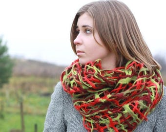 Women infinity scraf - red green felted scarf - spring scarf - unique gift