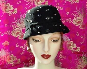 Vintage 1960s  Black Wool Cloche Hat . Mod Helmut Style . Leaf Shape Palettes . Metal Studs & Pearls . Neuman Endler label. Retro 20s .