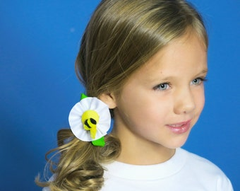 White Flower With Bumble Bee Hair Clip - Medium