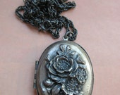 Vintage Silver Toned Floral Locket Necklace - Estate Jewelry - Picture Locket - Long Necklace - Gifts For Girlfriend - Push Present - Flower