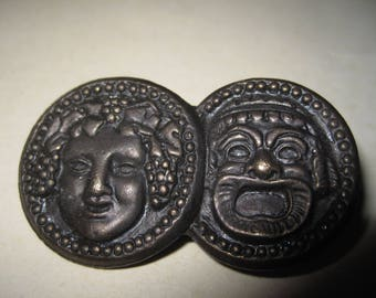 Vintage brooch Two antic masks Comedy Francés Bronze Patina Good condition Length 5.5 cm height 3 cm