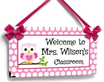 personalized teacher name classroom door sign - pink and white polka dots with owl - kindergarten class wall plaque - P2383