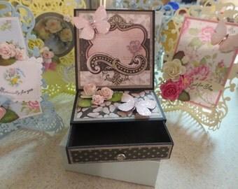 Mariposa Keepsake Easel Card with Drawer