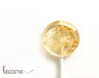 Summer Wedding // 6 Marigold Lollipops // Sweet Lemon with a touch of Vanilla // Edible Flowers // Spring Wedding Favors // Gold Lollipops