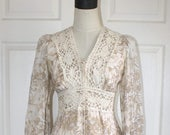 SALE GUNNE SAX Dress . 1970s Vintage Gunne Sax Ivory Floral Calico Print . 70s Short Lace Up Gunnies Festival Dress . Size Small--Sz 6