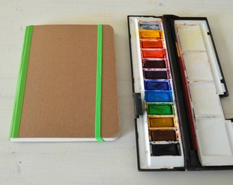 Hardcover watercolor journal with elastic closure and  40 pages of 300 gsm Fabriano paper