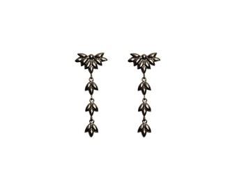 Foliage long earrings in oxidized silver