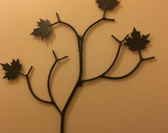 Wall branch decoration with 4 maple leaves