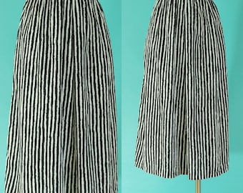 Vintage 80s Black and White Striped Skirt - Elastic Waist Skirt with Pockets - A Line Pleated Skirt - Midi Skirt - Beetlejuice - Size M / L