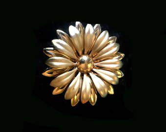 Vintage Large Bold and Matte Gold Sunflower Brooch - 3D Layered - 1960's 70's Mid Century Mod Floral Piece