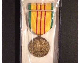 Vietnam service medal set in box