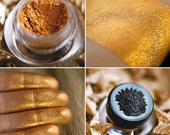 Eyeshadow: Treasure Keeper - Nomad. Sunny reddish gold shimmering eyeshadow by SIGIL inspired.