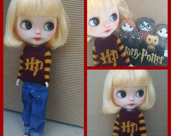 Harry Potter sweater for Blythe, Azone Pure Neemo, Licca and other similar sized dolls.